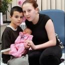 Alfie y Chatell y ademas su hija Maisie, jovenes padres ingleses
