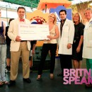 Britney Spears haciendo donativo a hospital en miami