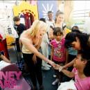 Britney Spears saluda a una niña enferma