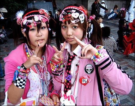 moda que se inicio en japon consiste en vestir ropa muy colorida de