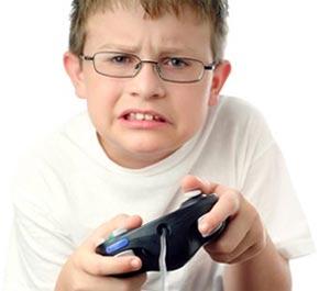 Niño jugando videojuego
