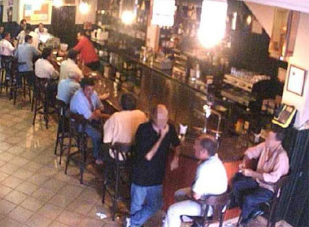Camara de vigilancia en un bar