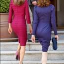 Letizia y Carla Bruni de espalda