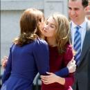 Saludo entre Carla Bruni y Letizia