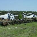 Helicopteros y tanques inservibles en los campos de chernobyl