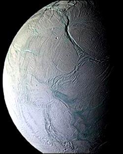 Encelado una de las lunas de Saturno