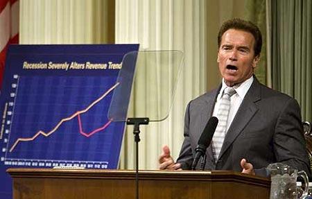 Arnold Schwarzenegger en conferencia de prensa