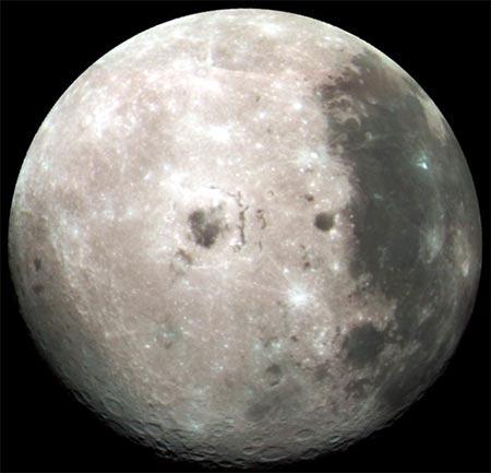superficie lunar vista desde lejos con muy buena intensidad