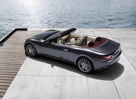 Maserati GranCabrio estacionado