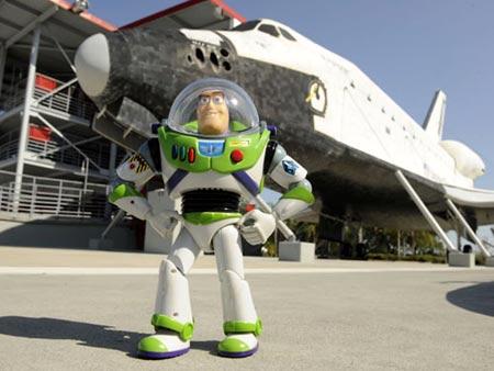 Buzz Lightyear regresa de misión espacial despues de 468 días