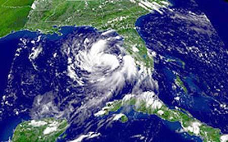 tormenta tropical erika avanzando en el oceano