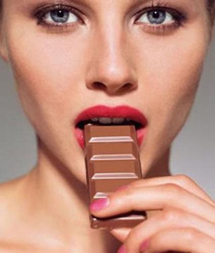 estudios sobre el ingerir  alimentos como el chocolate