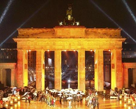 los líderes mundiales en la Puerta de Brandenburgo durante la celebración