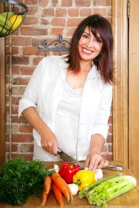 la mujer pasa 18 años de su vida en la cocina