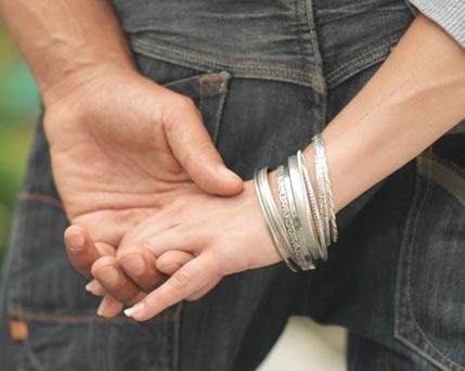 estudio revela que tomar de la mano a la pareja reduce el dolor
