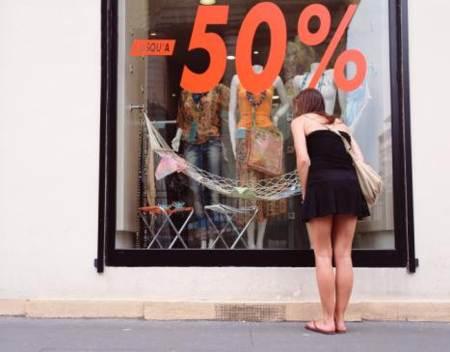 la crisi ha aumentado las compras por Internet y Outlets