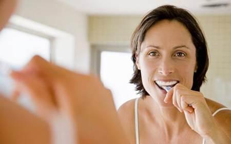 cepillarse los dientes puede reducir el riesgo de demencia