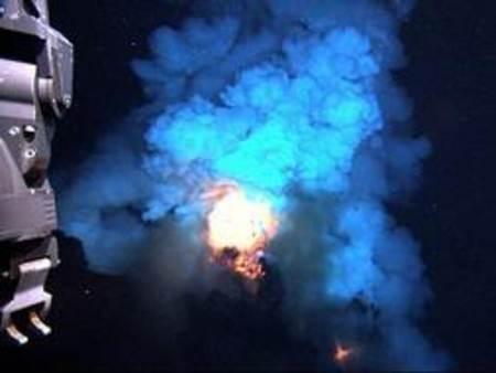 erupcion volcan submarino