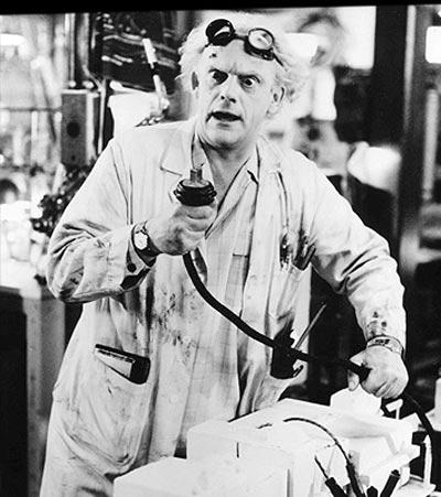 Dr. Emmett Brown en una escena de Volver al Futuro