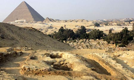 Tumbas encontradas cenca de las piramides en Egipto