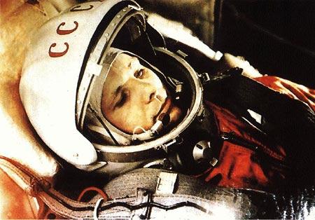 Yuri Gagarin preparado dentro de la nave