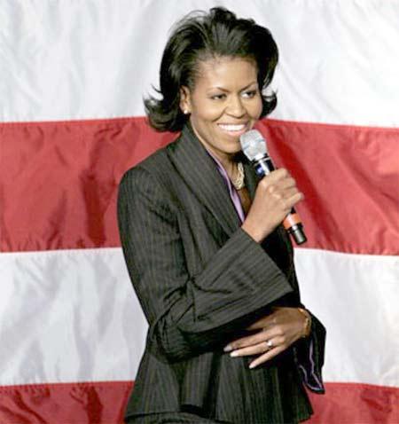 Michelle Obama hablando al público en conferencia