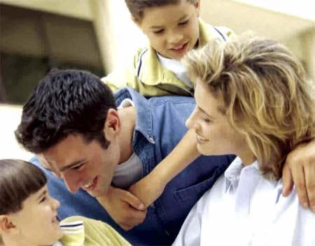 padres e hijos disfrutando de relación