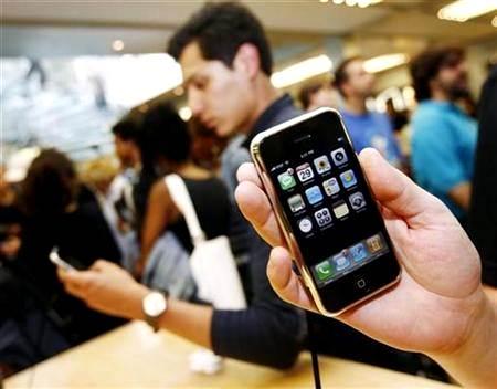 Personas usando el iPhone