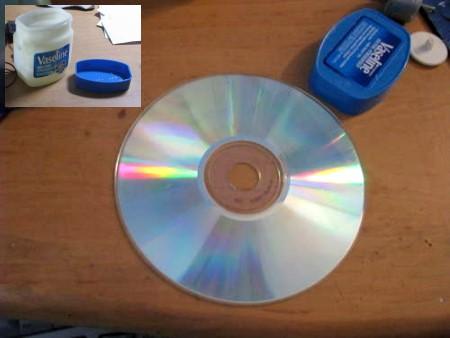 CD rayado arreglado con vaselina