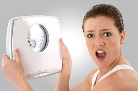 Mujer enojada por no poder bajar de peso