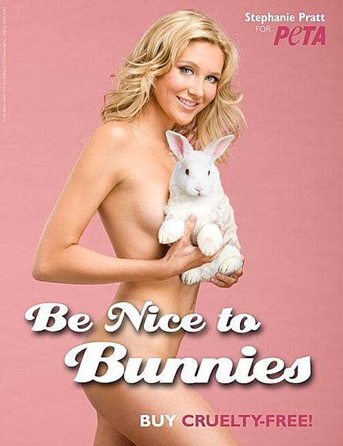 Stephanie Pratt, desnuda en anuncio de PETA, protesta por conejos