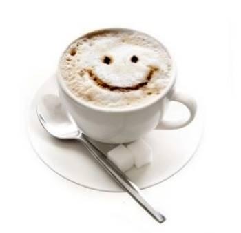 Taza de cafe con una cara sonriente