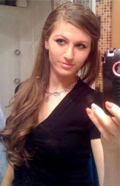 Anna Fermanova frente al espejo tomandose una foto