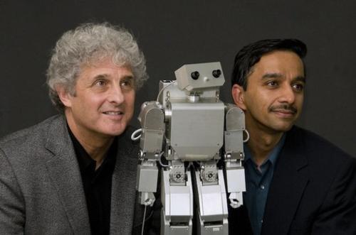 Morphy el Robot Social con investigadores