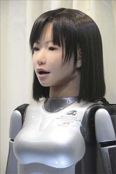 """Incomodidades de un robot con aspecto humanoide """"uncanny valley"""" Robot-cantante"""