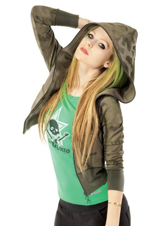 ✿ [sώėėτ ] ✿ ستايل افريل لافين Avril-Lavigne-Lotto-