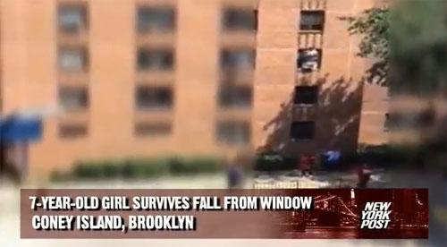 Niña cayendo del tercer piso