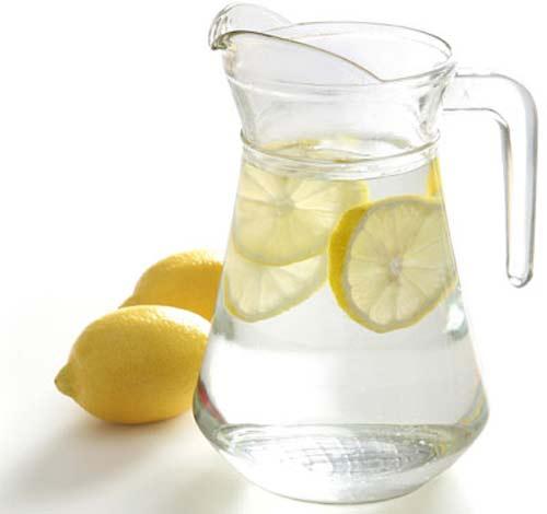 Beneficios del agua de limón