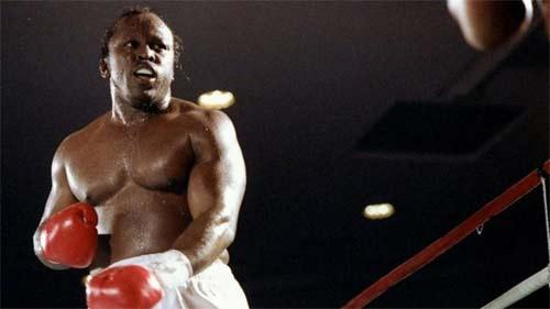 Michael Dokes boxeador famoso