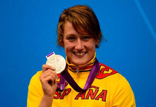 Mireia Belmonte con la medalla de plata