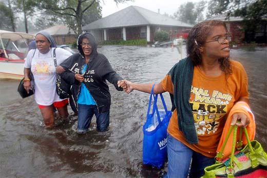 Candidato Romney visita afectados de Nueva Orleans