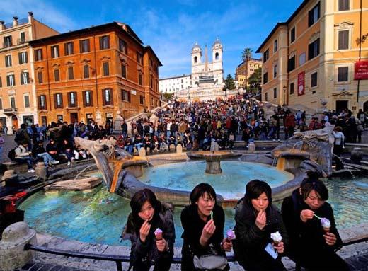 Ley prohibe comer en las calles de Rom