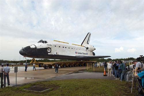 NASA suspende misiones con transbordador espacial