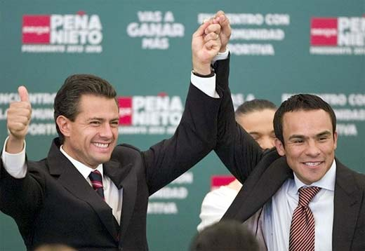 Juan Manuel Márquez apoyando a Enrique Peña Nieto, el boxeador lamebotas