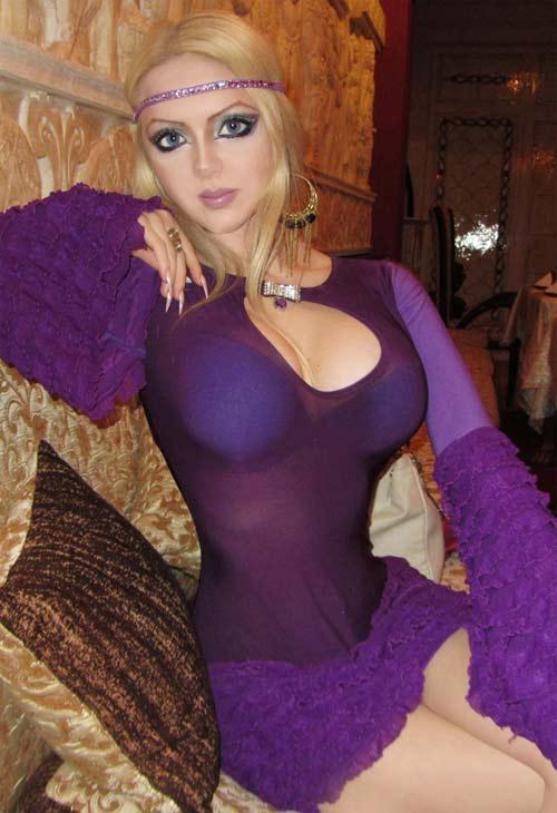 http://globbos.com/2012/12/olga-oleynik-barbie-humana/olga3/