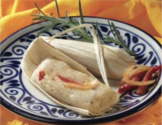 Tamales con rajas y queso