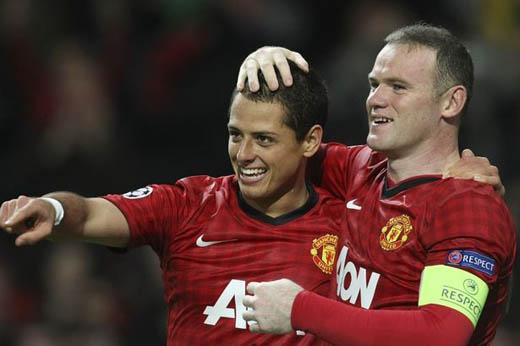 Chicharito & Wayne Rooney.  ManUn