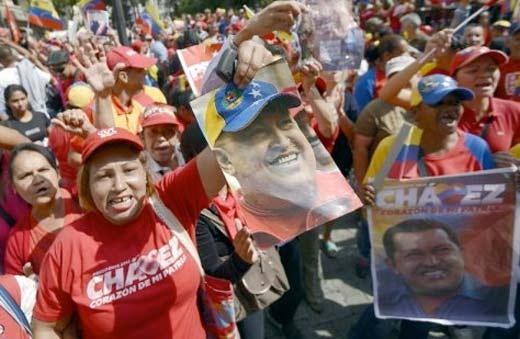 Reciben simpatizantes a Hugo Chávez en Venezuela