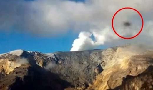 Ovni sobre volcán nevado del ruiz en Colombia