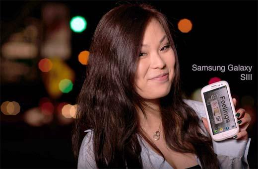 Chica Samsung Galaxy S3 promocionando smartphones de Samsung